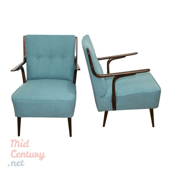 Beautiful pair of Mid-Century armchairs made in Italy in the 1950s